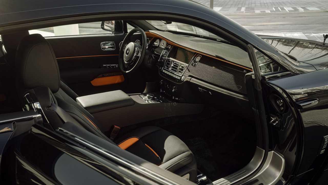 Insignia negra Rolls-Royce Wraith de Spofec