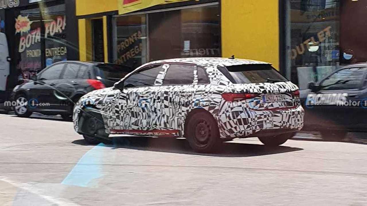 Flagra: Novo Audi A3 Sportback 2022 roda camuflado no ...