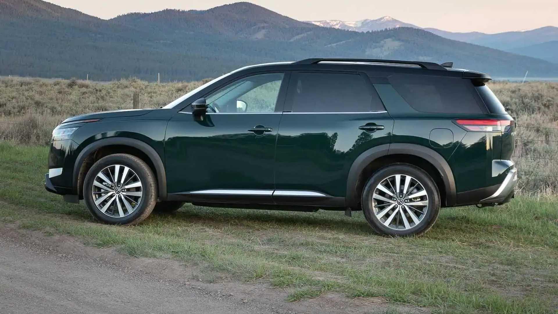2022 Nissan Pathfinder Platinum Exterior Side Profile