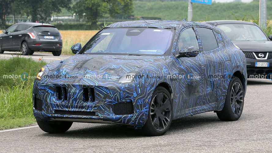 Maserati Grecale: тизер и новые шпионские фото