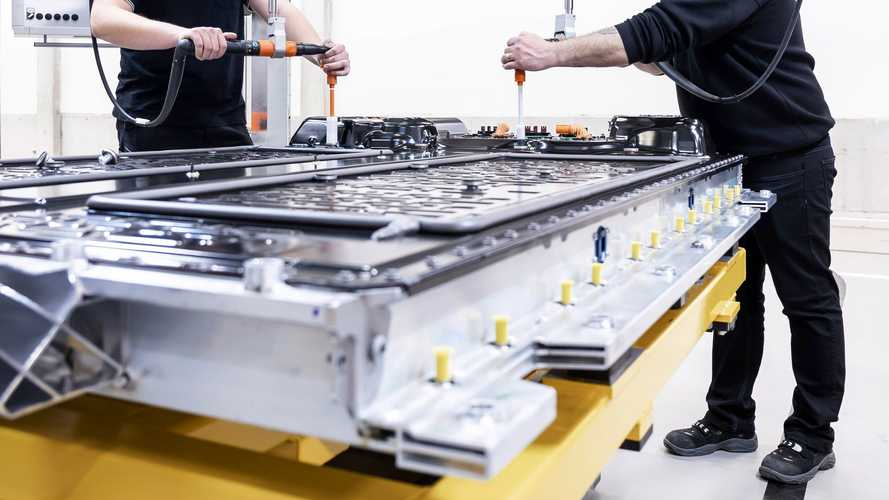 Mercedes начал производство батарей для флагманского электроседана