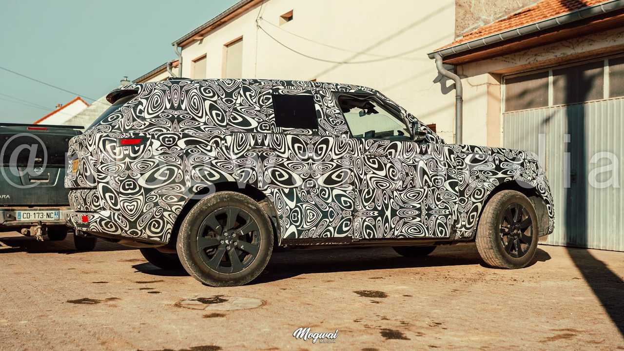 New Land Rover Range Rover spy shots.