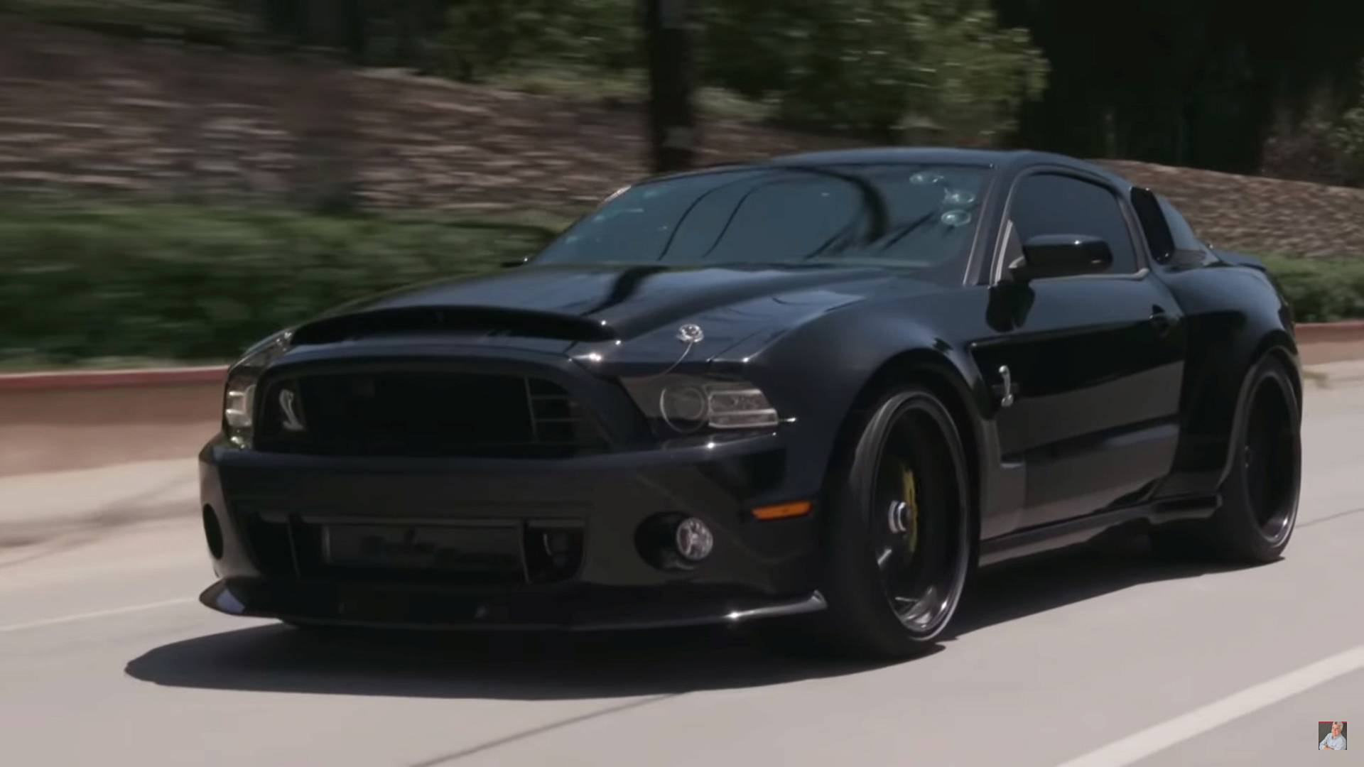 Passion star jim caviezel takes shelby gt500 to jay lenos garage