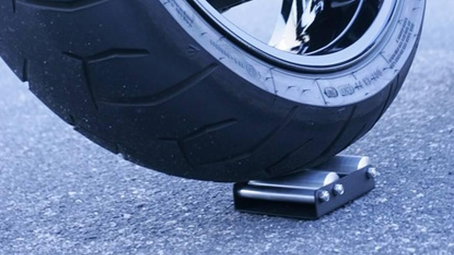 Wheel Jockey makes chain lubing easy