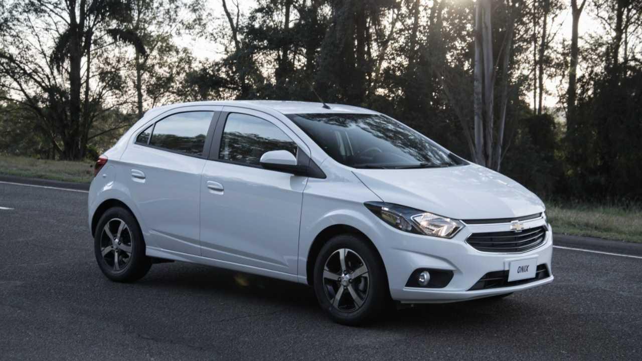GM-Brazil-2017-Chevrolet-Onix-026