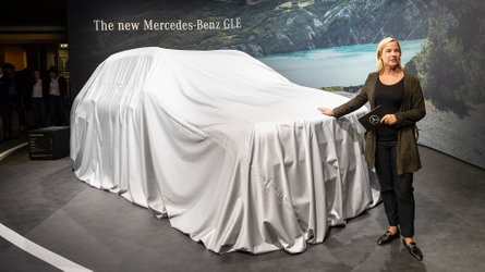 Watch Mercedes reveal the new B-Class, and more live from Paris