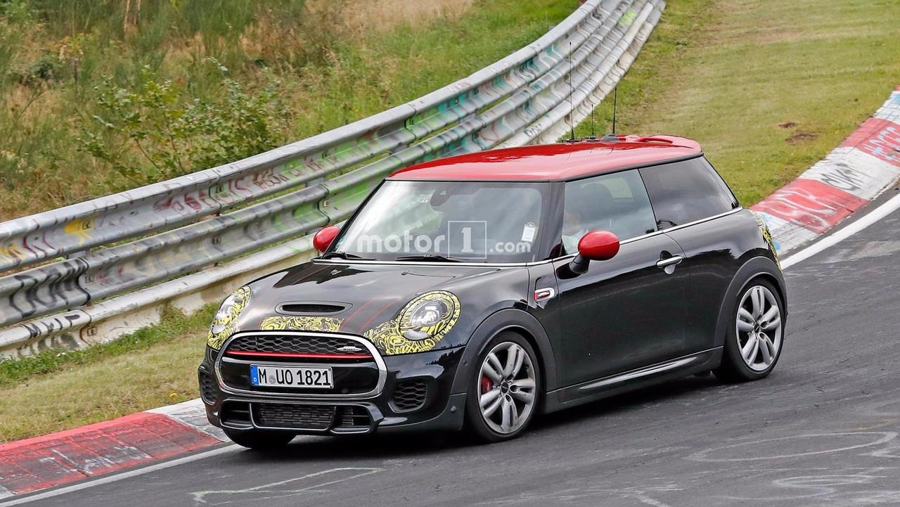 Mini Cooper JCW Nürburgring'de turluyor