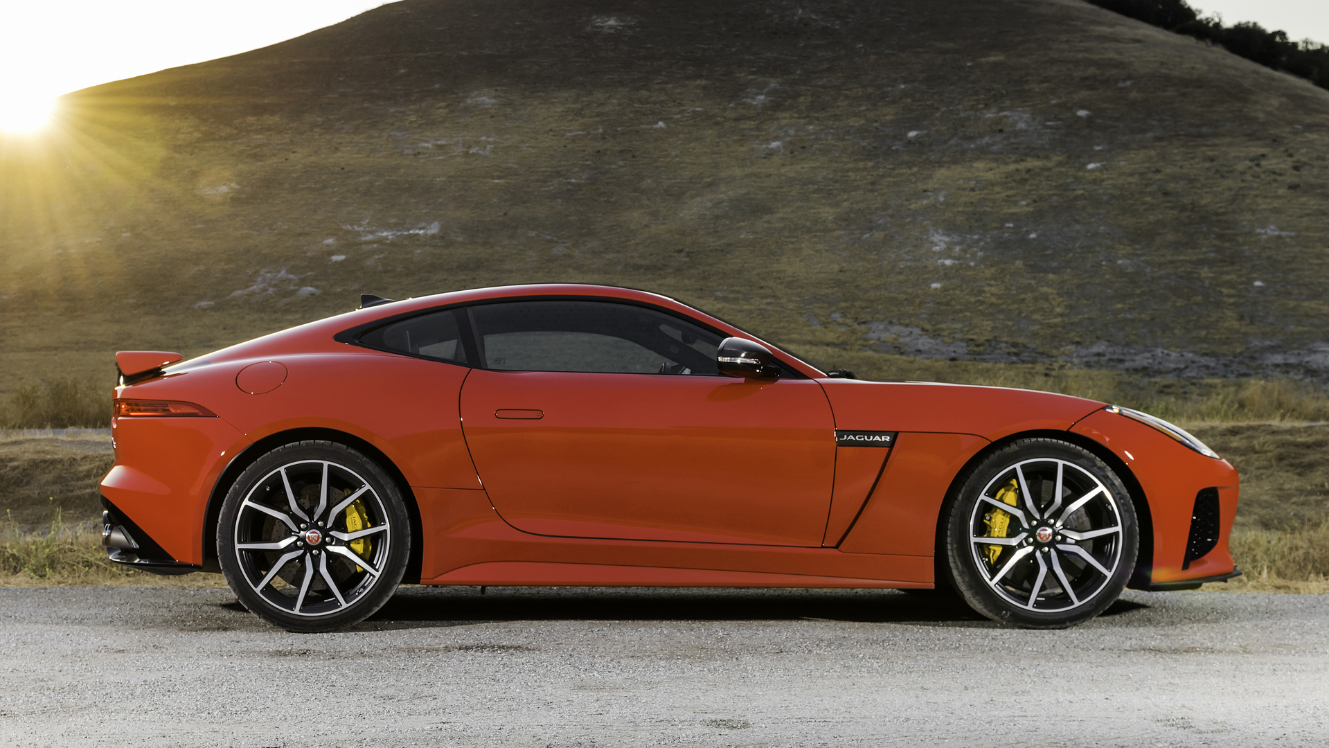 Jaguar F Type Svr Being Offered With 30 000 Discount