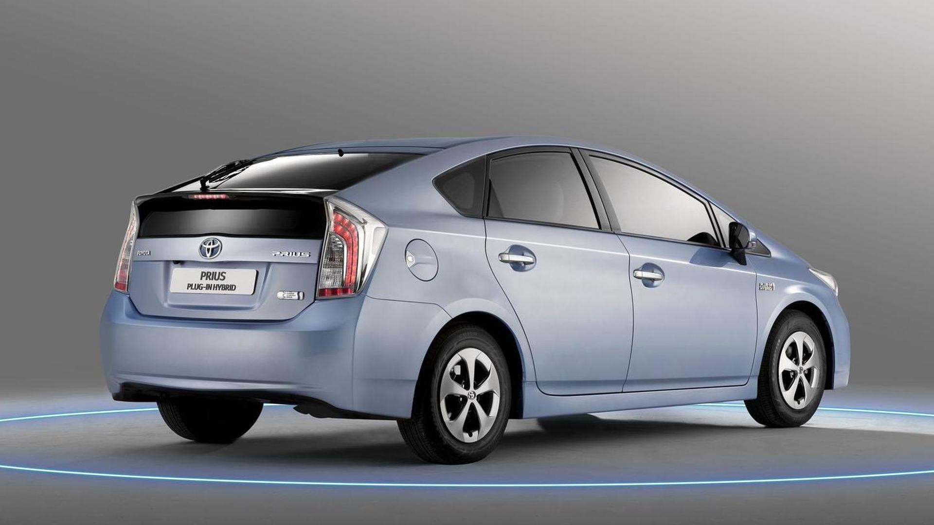 Toyota issues global airbag and fuel tank recall for 3 4