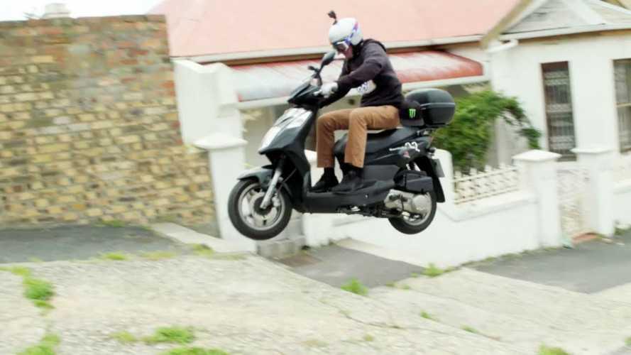 Nitro Circus: quando lo stunt si fa con lo scooter a noleggio [VIDEO]