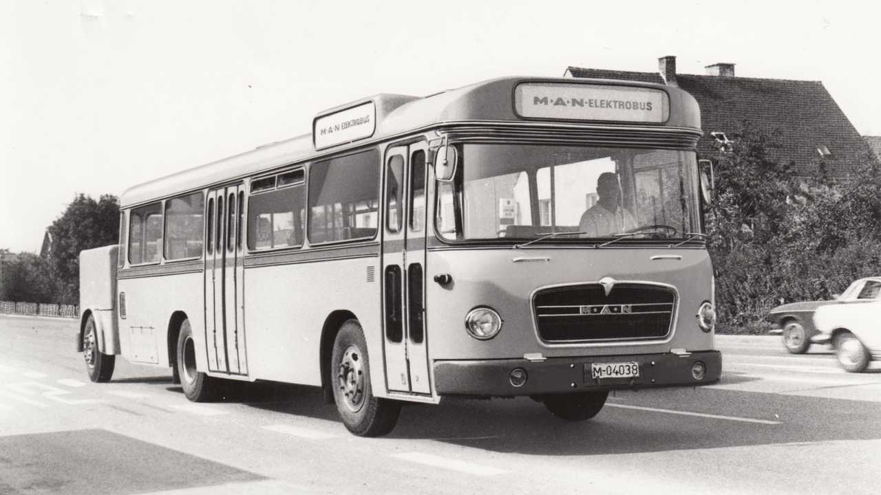 The first MAN electric bus 750 HO-M10 E was able to transport 99 passengers and had a range of 50 kilometres.
