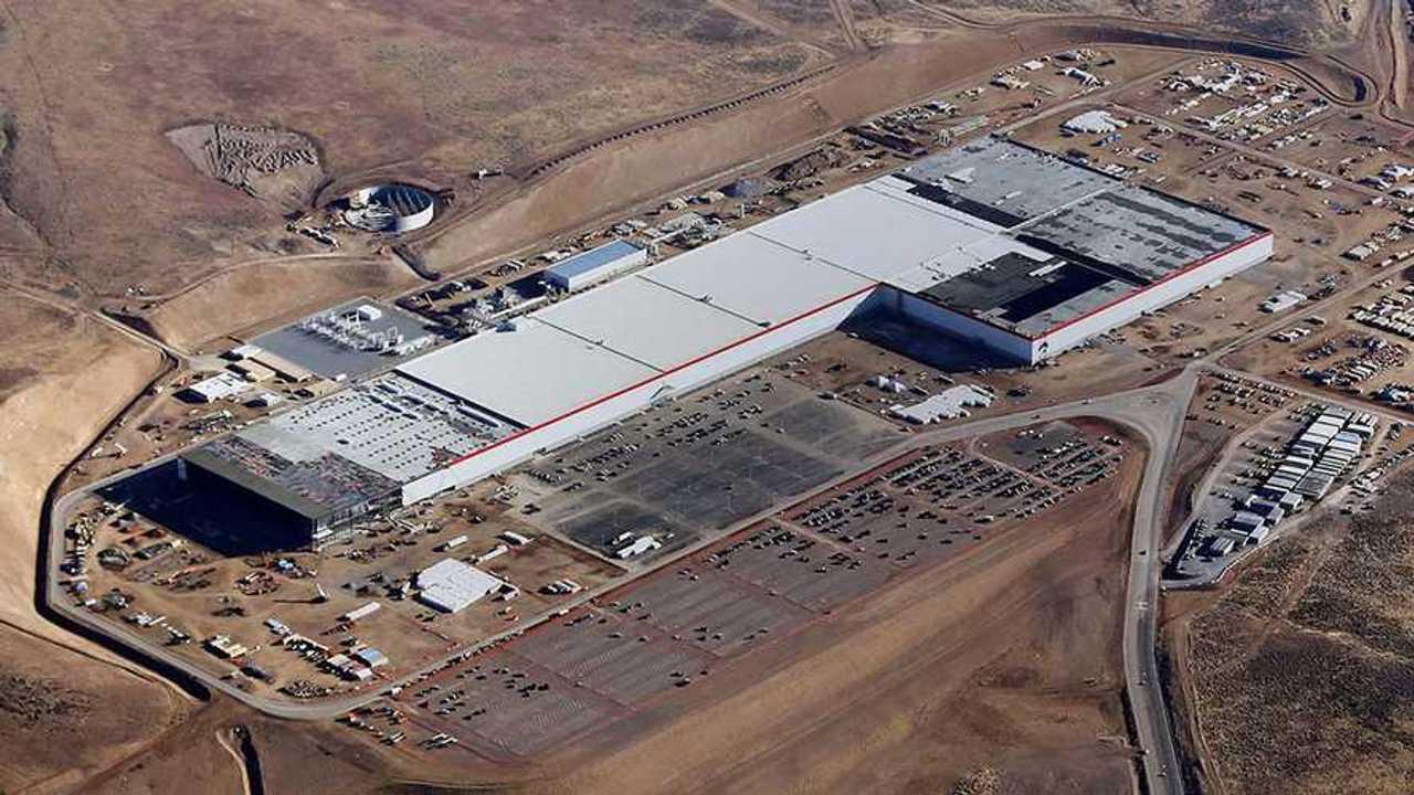 Гигафабрика Tesla начала делать батареи для Model 3