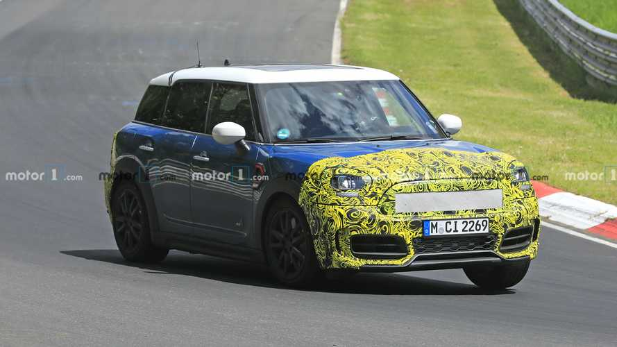 MINI Countryman restyling, i test continuano al Nurburgring