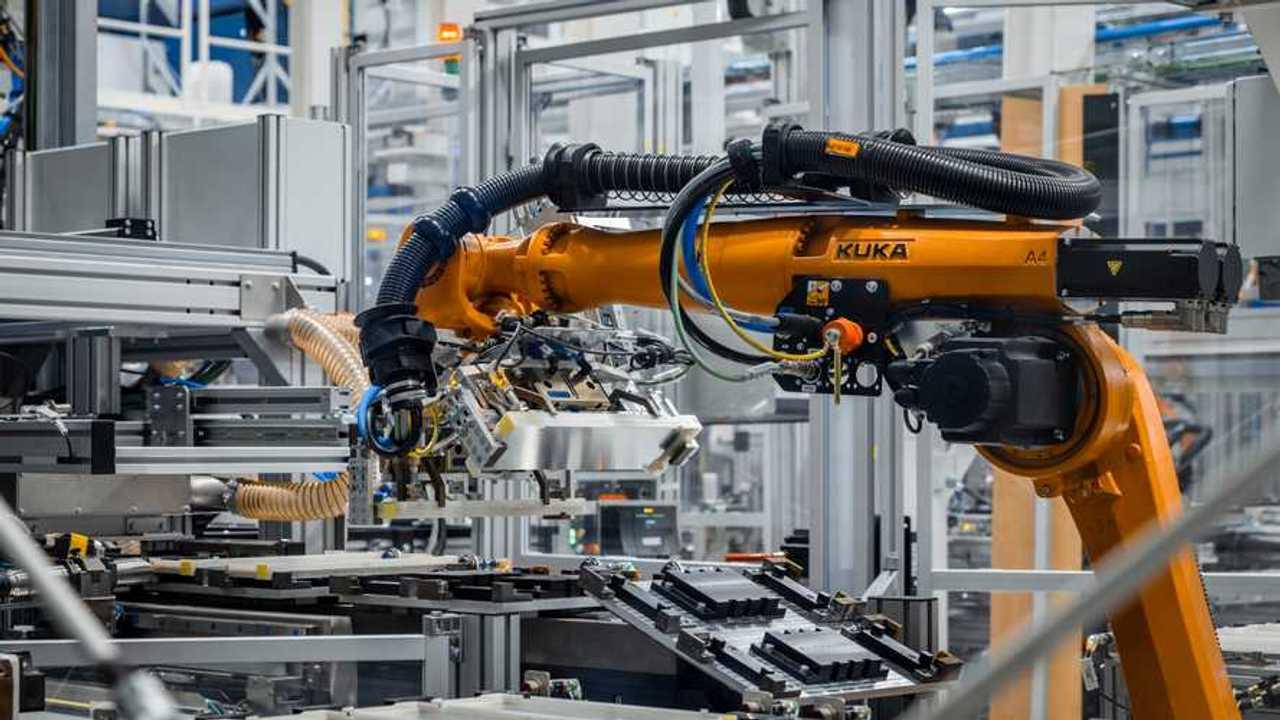 Mercedes, la produzione elettrica