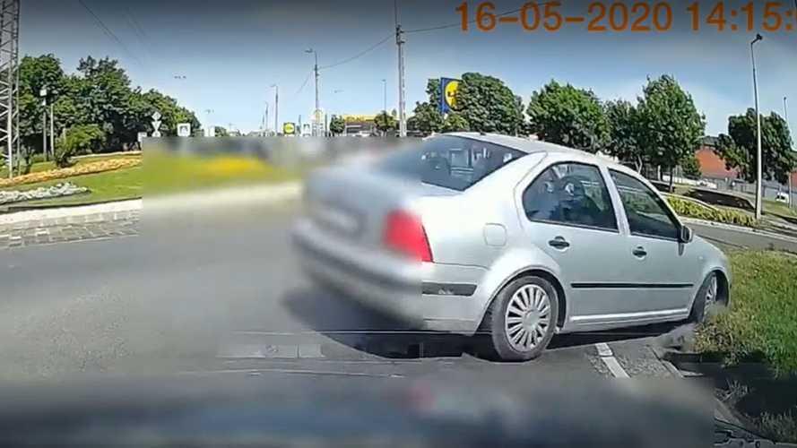 Videó: Ezért nem mindegy, milyen gyorsan mész a körforgalomban
