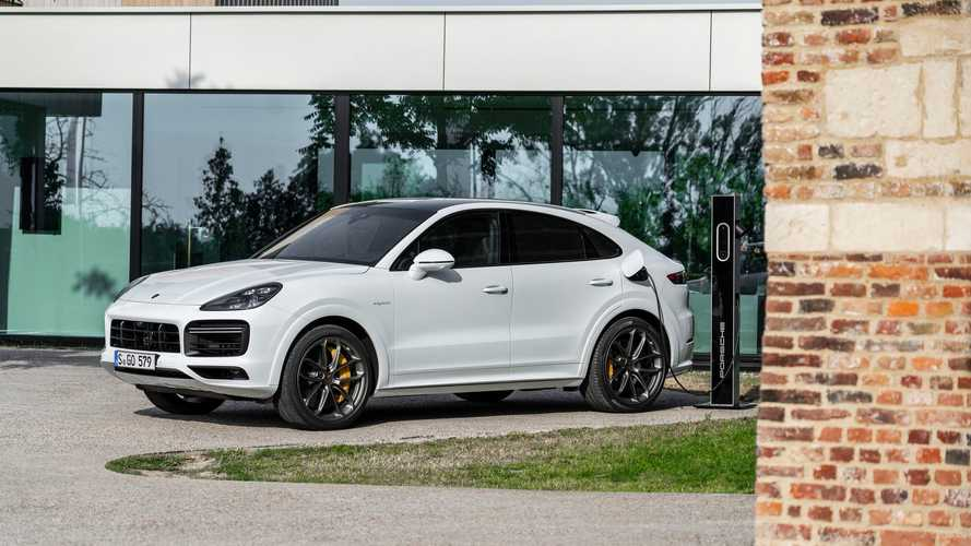 Porsche Cayenne Turbo S e-Hybrid Is The New Least Efficient PHEV