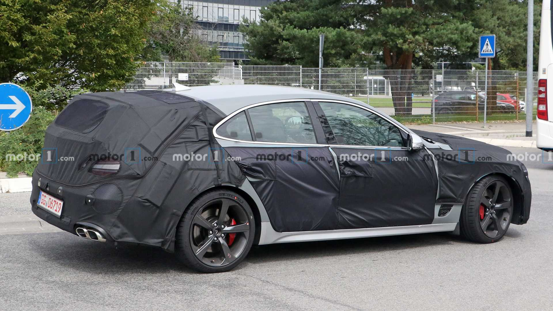 2021 - [Genesis] G70 Shooting Brake Genesis-g70-shooting-brake-wagon-spied-rear-angled-close