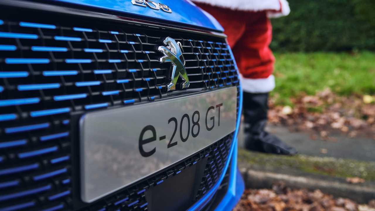 Festive driving in the Peugeot e-208