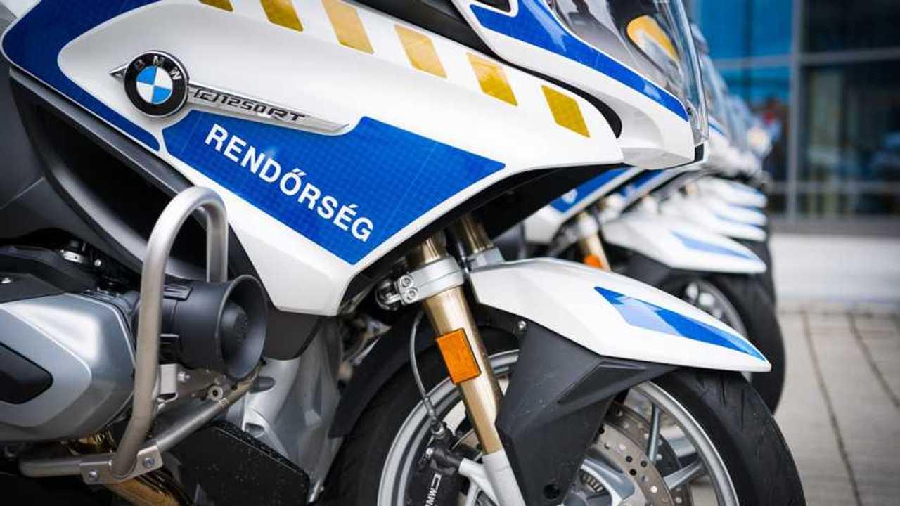 Motorátadás, rendőrség