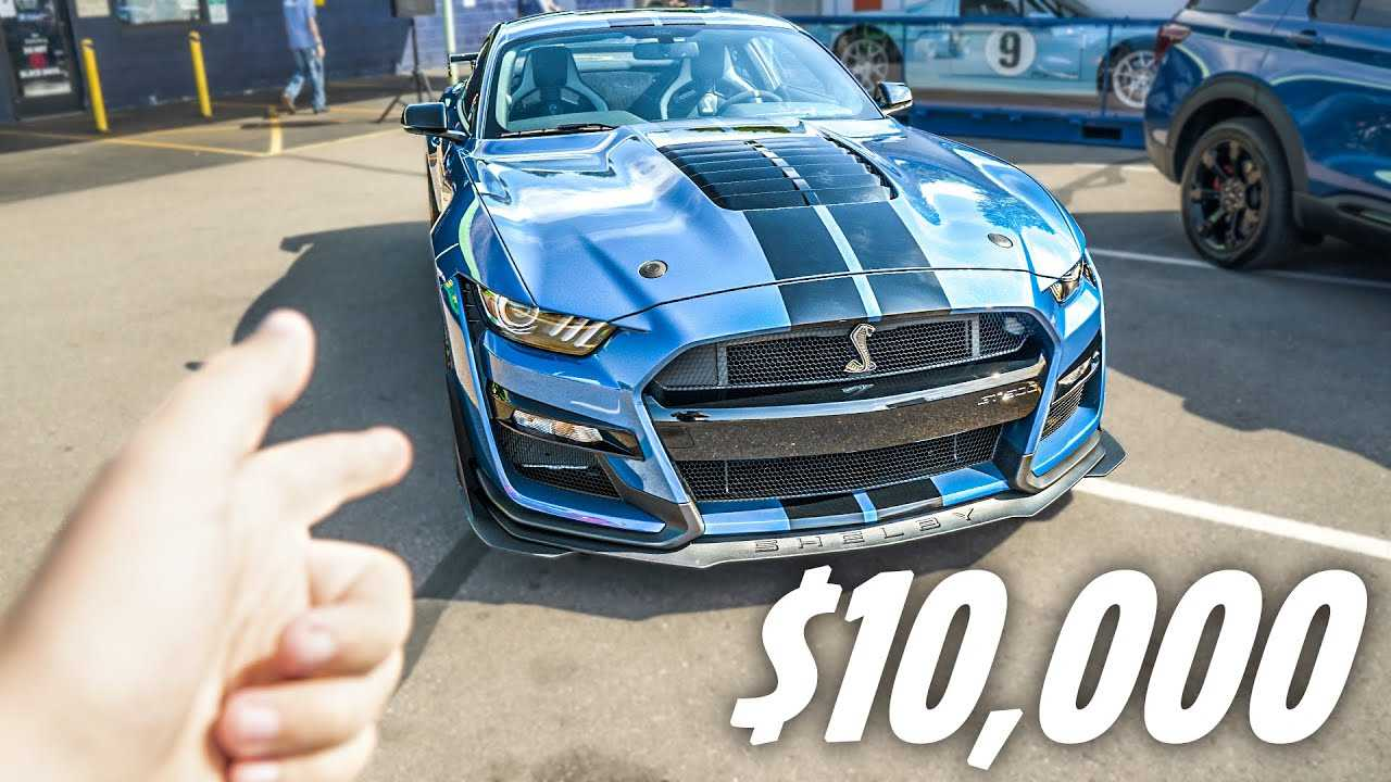 2020 shelby mustang gt500 with painted stripes is an extra