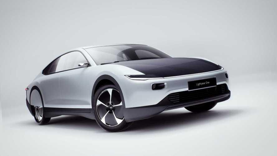 1° carro elétrico solar de produção em série estreia em 2024