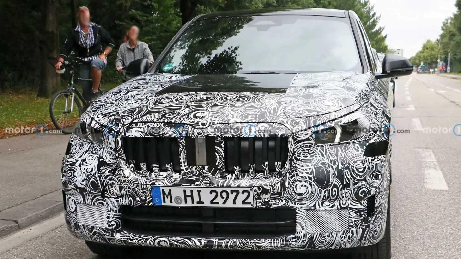 2022 BMW X1 new spy photo (exterior)
