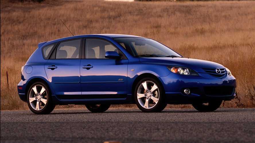 Mazda Tarik Kembali 250.000 Mazda3 Lawas karena Logo yang Rapuh