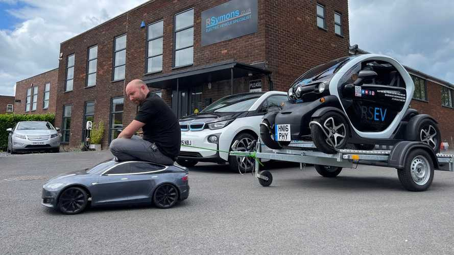 UK: Renault Twizy is old but still much fun, video shows why