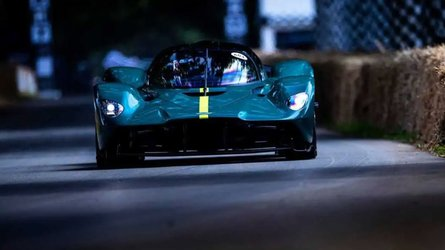 aston martin valkyrie goodwood dừng lại