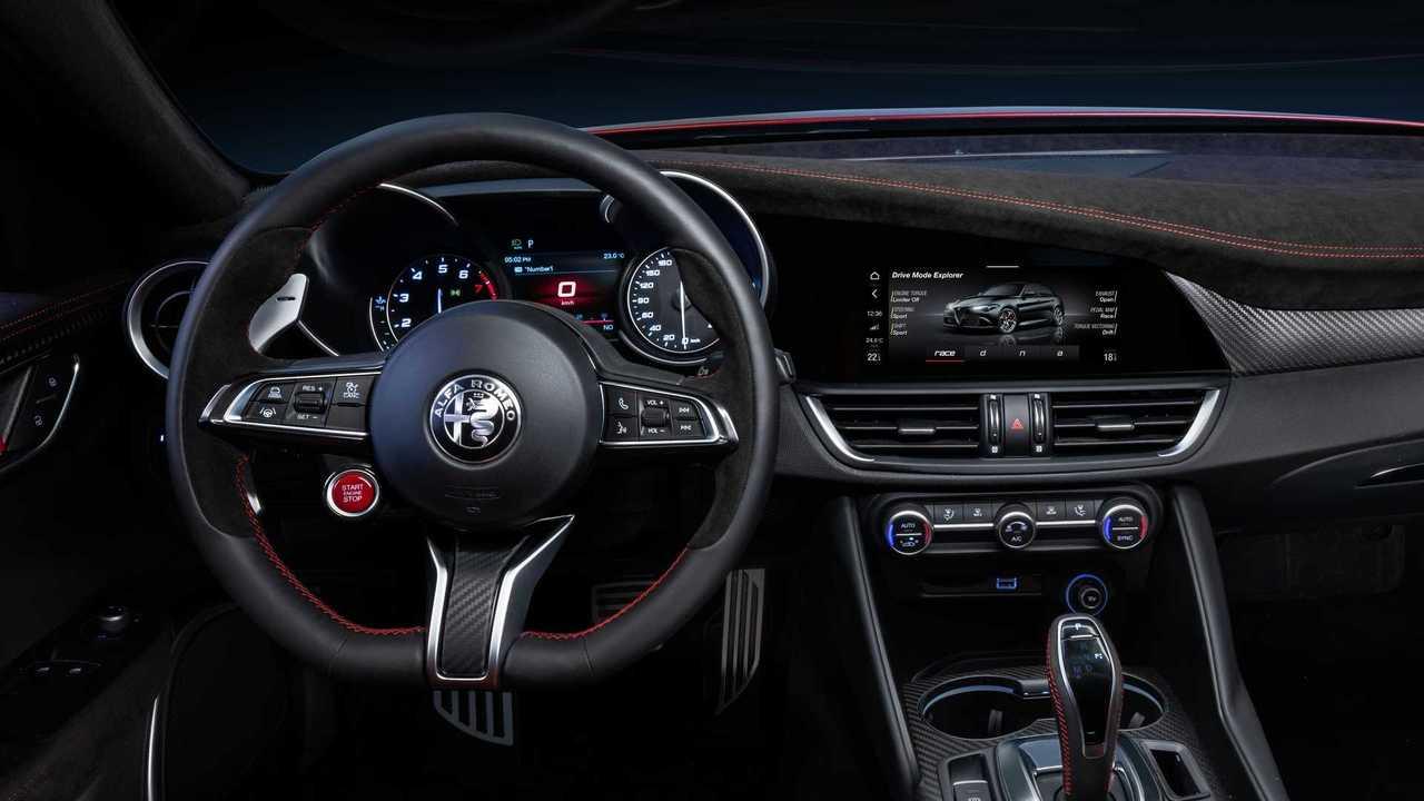 Alfa Romeo Giulia Gtam - multimídia