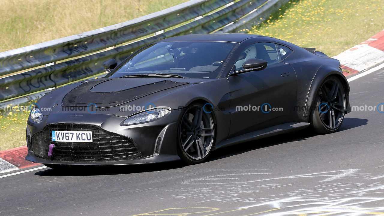 Aston Martin Vantage V12, le foto spia
