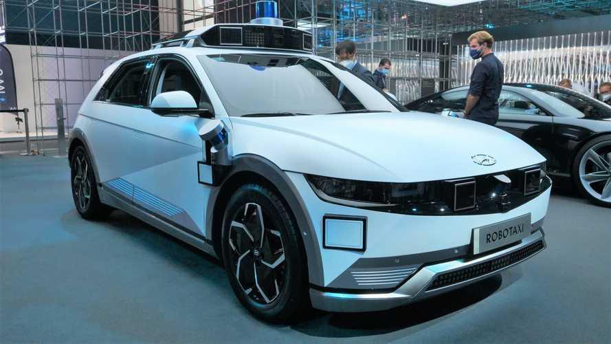 Hyundai Ioniq 5, prezzi e dotazione della crossover elettrica