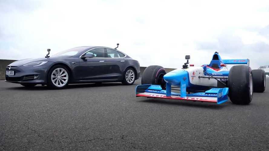 Así es una carrera entre un Tesla Model S y un Fórmula 1 V10