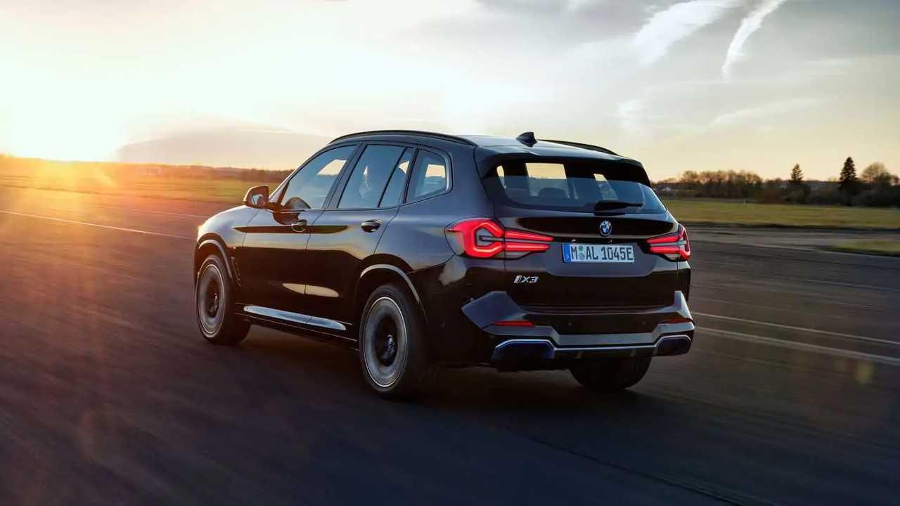 2022 BMW iX3 yeni makyajıyla karşınızda.