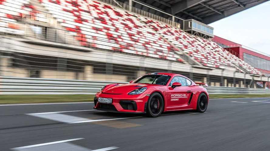 Porsche 718 Cayman GT4 на треке Moscow Raceway
