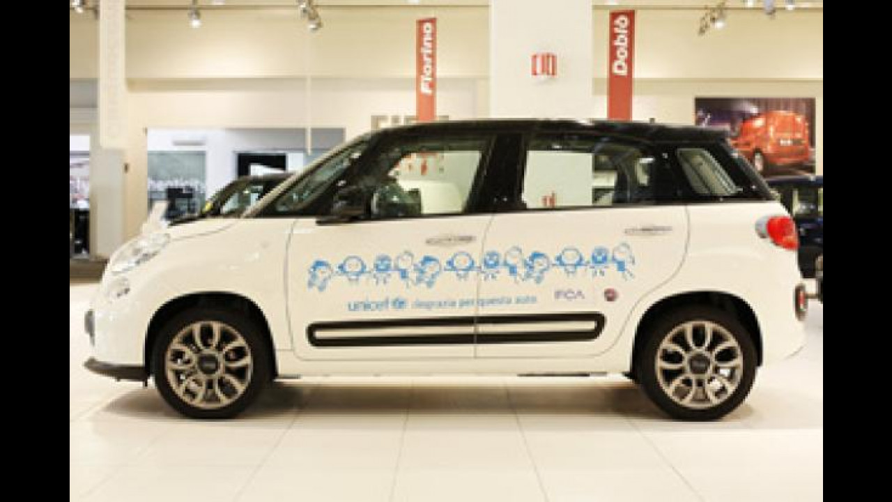 [Copertina] - Una Fiat 500L all'UNICEF Italia