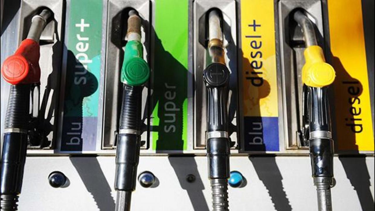 [Copertina] - Il petrolio a buon mercato non fermerà l'elettrificazione
