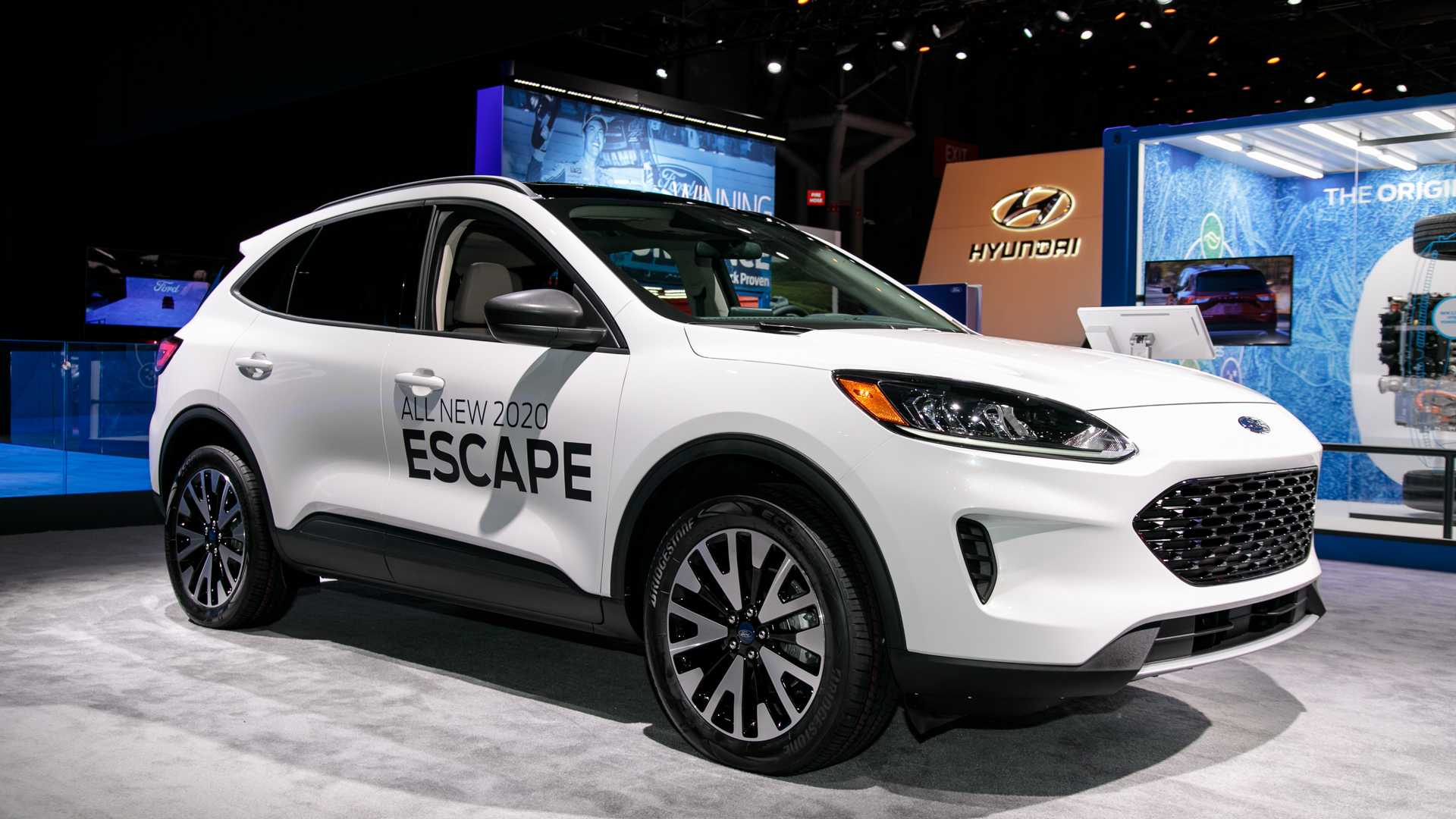 2021 Ford Escape Models And All Prices >> 2020 Ford Escape Debuts With Whole New Look Two Hybrid Choices