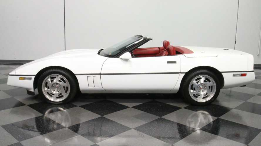 1990 Chevrolet Corvette Convertible Is A '53 Throwback