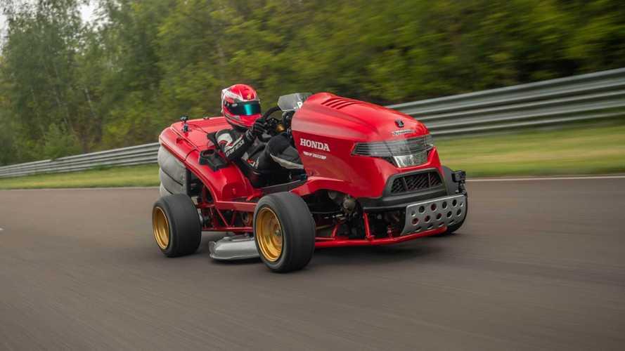 243 km/órás tempóval döntött rekordot a Honda jól ismert fűnyírója