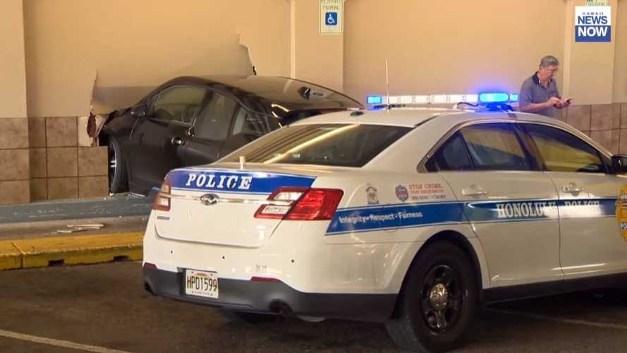 BMW i3 Crashes Into A Building: Video