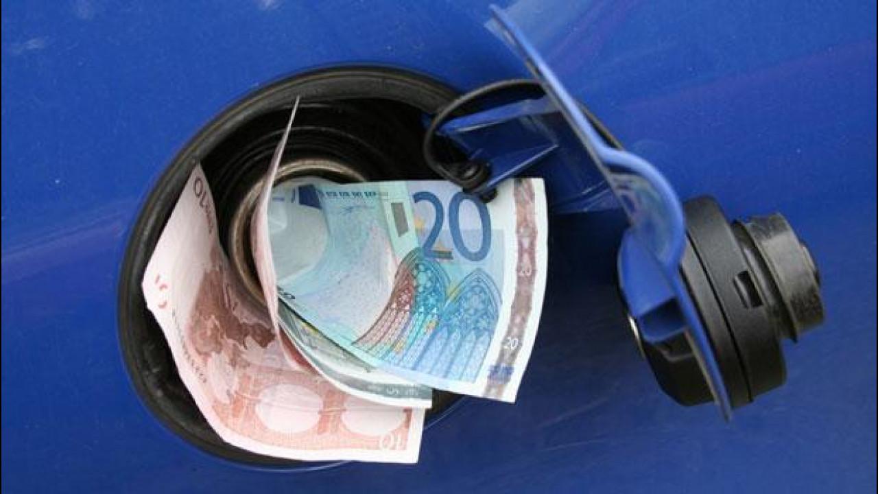 [Copertina] - Benzina, fra rincari e proteste