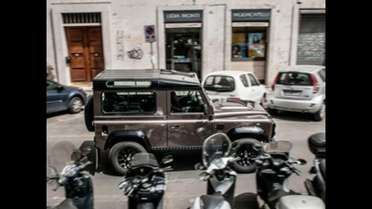 [Copertina] - Land Rover Defender, test fuori-norma per il mitico fuori-strada