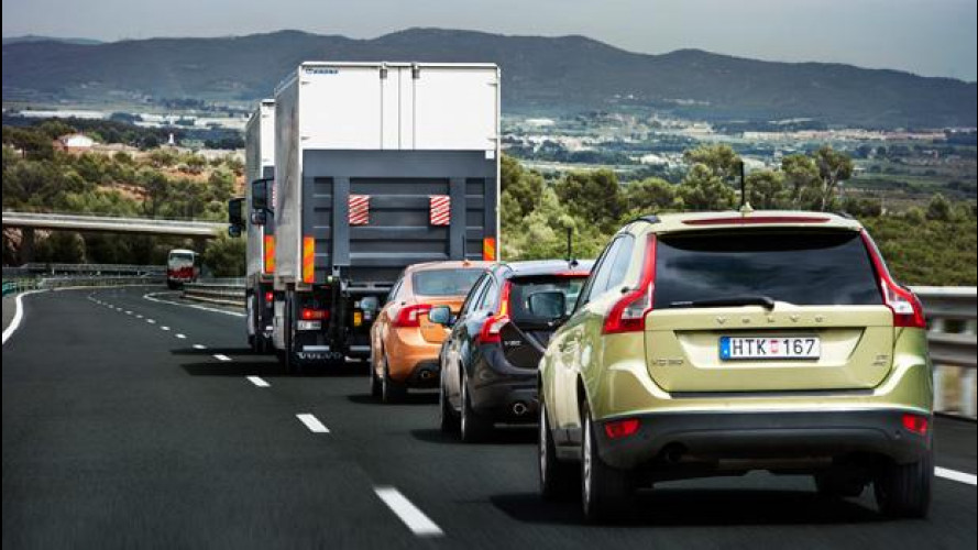 """Progetto SARTRE: un convoglio di vetture con """"pilota automatico"""" percorre una strada pubblica"""