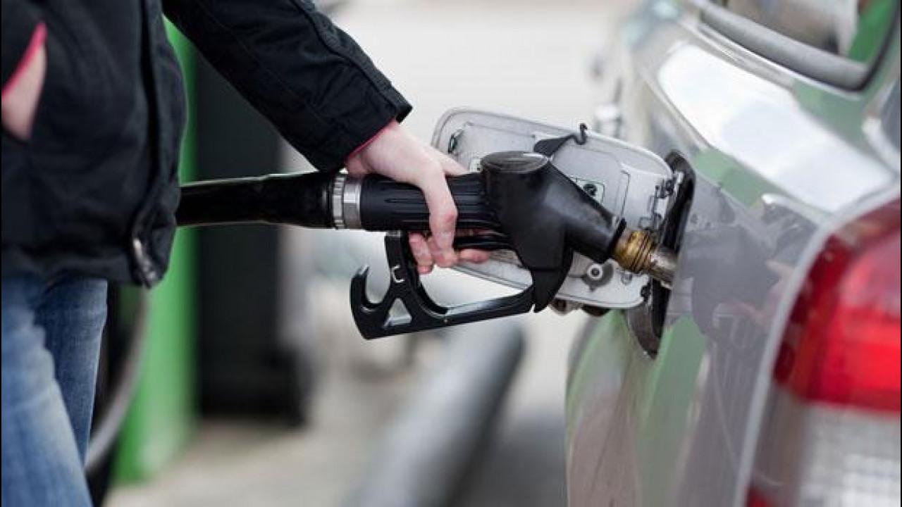 [Copertina] - Prezzi benzina, automobilisti destinati a spendere ancora di più