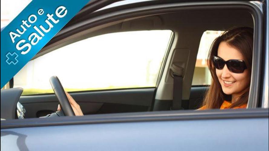 Guidare senza occhiali da sole, in estate è dannoso alla vista