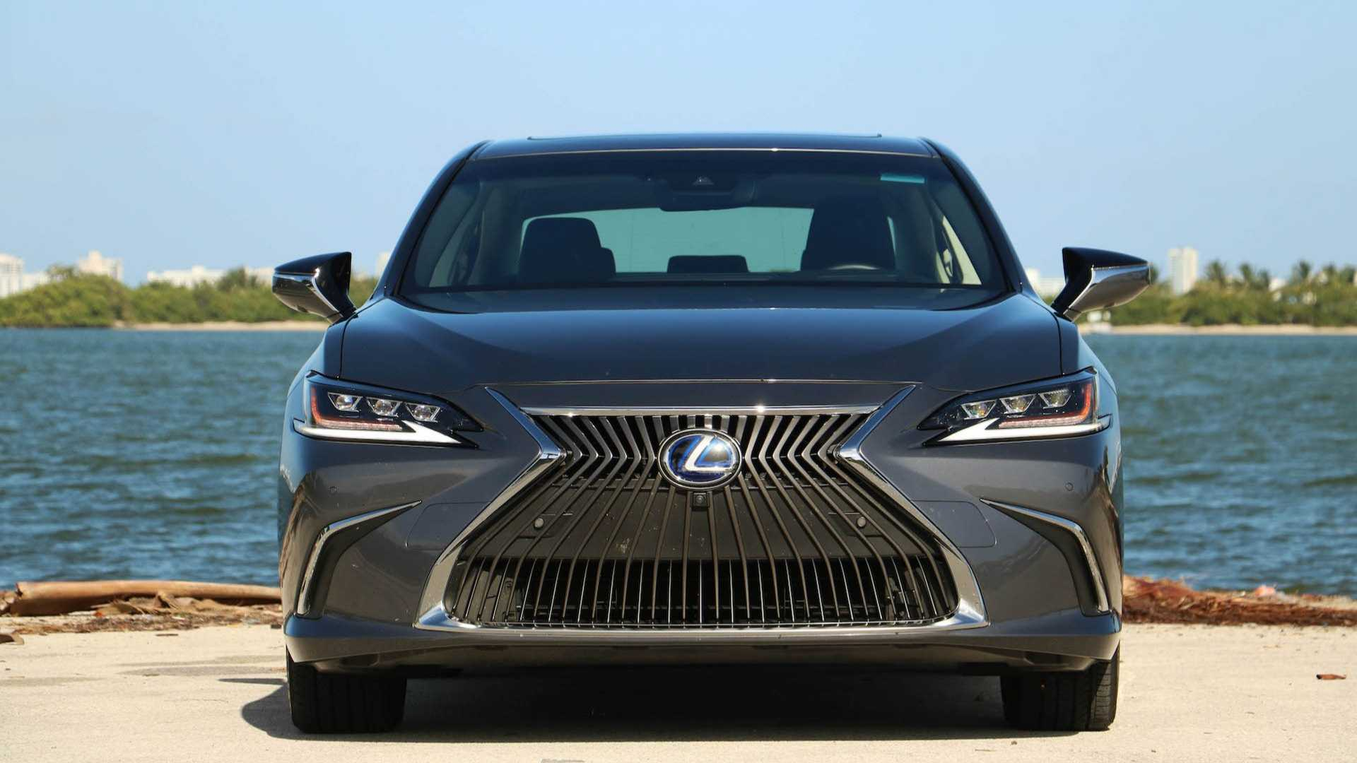 2019 Lexus ES 300h Luxury Review: Hitting The Reset Button