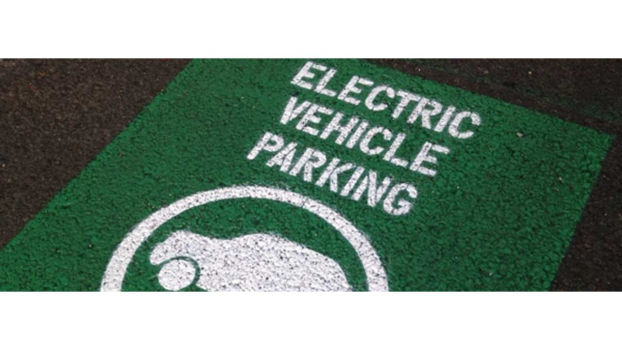 Washington Passes Law to Fine Motorists $124 for ICE Vehicles Parking in EV Only Spaces
