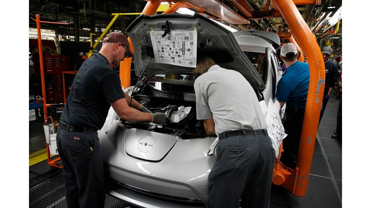 Workers In Nissan's Smyrna Assembly Facility Can't Build The 2013 S Model LEAF Fast Enough For Anxious Dealers