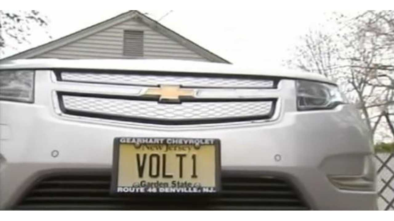 World's First Chevy Volt Owner is Averaging 454 MPG (Video)